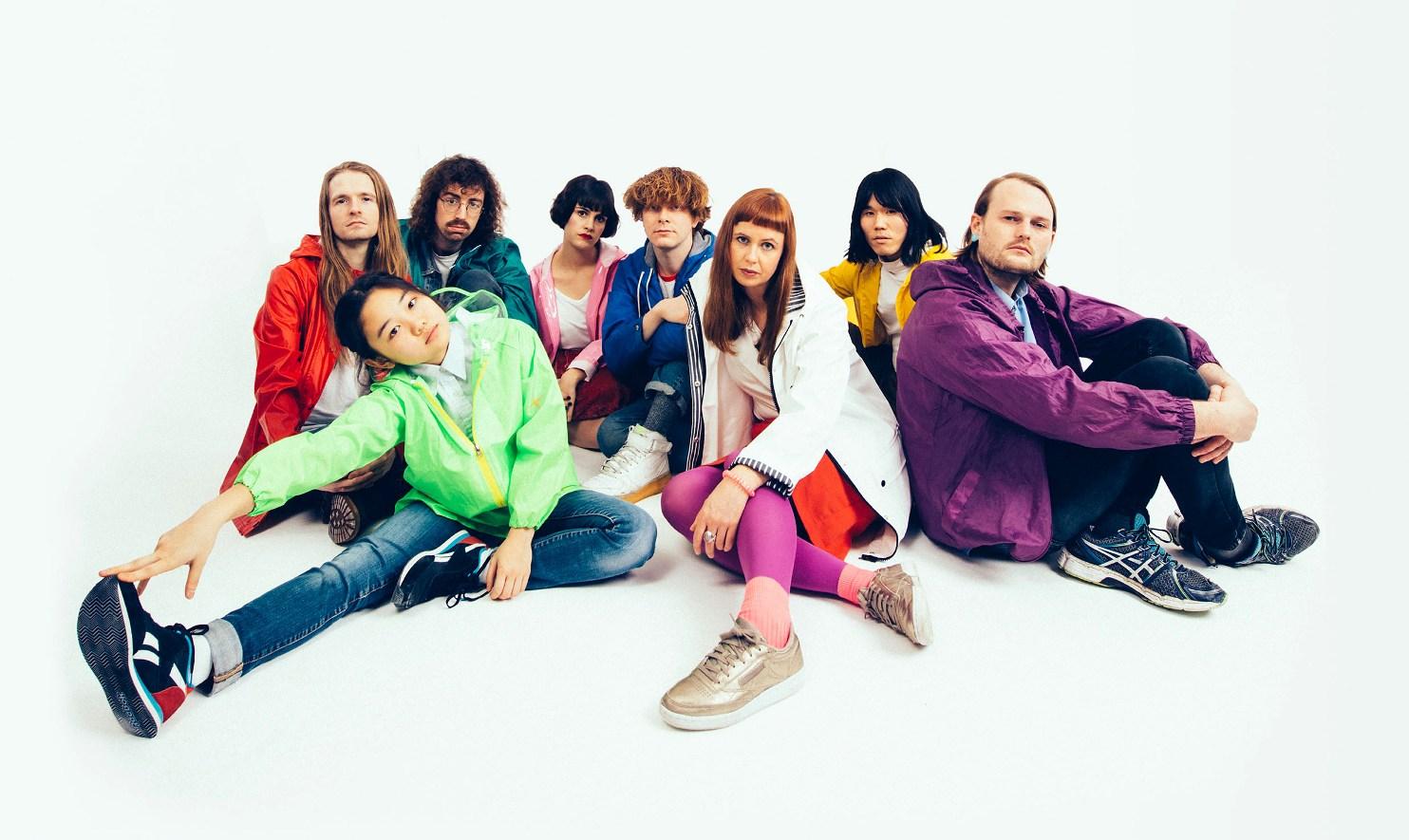 17才の日本人Oronoがヴォーカルを務める8人組多国籍バンド・Superorganism、3月にデビュー・アルバムリリース&新曲MV公開