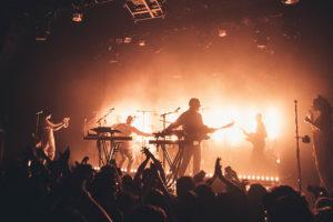 ロンドンのエレクトロ・ソウル/ファンクバンド=Jungle、ライブで披露した新曲「House in LA」の映像公開