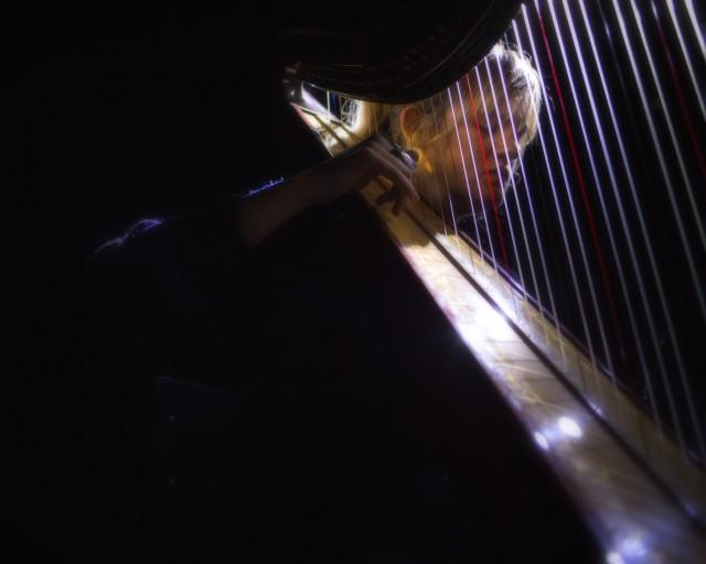 Sigur RósやReal Estateも魅了するアンビエント・ハープの才女・Mary Lattiomore、2年ぶりのソロ・アルバム5月発売&新曲公開