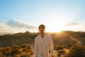 次世代エレクトロ・ポップの貴公子Roosevelt(ルーズヴェルト)、待望の2ndアルバム『Young Romance』が10/3日本盤リリース!「Under The Sun」のMVも公開!