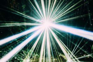 フレデリック、アート集団ミラーボーラーが手がけた新曲「LIGHT」JK写公開! 11/9よりiTunesにてプレオーダー開始