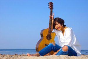 路上ライブで話題のシンガーソングライター・Saky(サキ)、1stミニアルバム『Yonna- Yonna-』をリリース