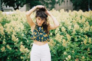 Erykah BaduとJ Dillaを愛し、そしてその2人の才能を余すところなく受け継ぐ新世代ソウルの女王=J.LAMOTTA・すずめによるニュー・アルバム『すずめ』から、リード曲「Turning」のMVが公開!