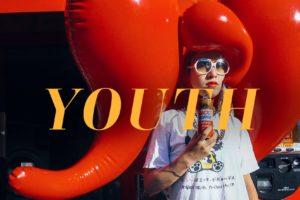 ベルリンを拠点に活動を続ける日独アートポップバンド・OSCAが、2ndシングル「YOUTH」をリリース。東京の随所で撮影された遊び心溢れるMVも公開!