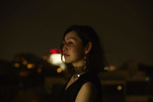 音楽と映像をクロスオーバーするシンガーソングライター・大和田慧、待望のニューアルバム発売が決定。「星」をモチーフに、日々の生活で出会う忘れられない瞬間を映像的に表現した渾身の作品集。