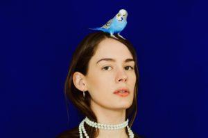 北欧のシンセポップ・デュオ、Anna Of The North(アナ・オブ・ザ・ノース)が新曲「Used To Be」をリリース!ワンコだらけのミュージック・ビデオも公開に!