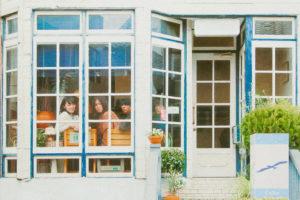 関西で話題のノスタルジック・ポップバンドEasycome、発売中の1st ALBUM『Easycome』から、収録曲「something」のMusic Videoが公開!