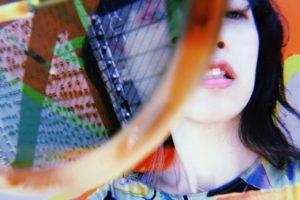 英インディーロックバンドYuckのベーシスト土居万鈴が初ソロアルバム『ももはじめてわらう』から「Moon Walk」のMVを公開!さらに先行配信もスタート!