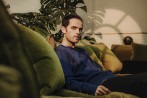 Jordan Rakei(ジョーダン・ラカイ)、最新アルバム『Origin』より「Mind's Eye」のライブセッションビデオを公開!