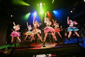 メリーゴーランドに熱狂を乗せて進め!進め!進め!HOT DOG CAT、前回は無観客だった渋谷WWWでのワンマン公演を、有観客でリベンジ!!