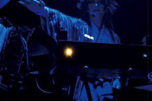 ADAPTER。、15周年アルバム「虹始見。」を具現化した配信ライブの模様を、ついにLIVE DVD化!!
