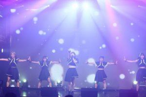 d-girlsが単独公演で見せたクールでエレクトロなd-girlsとパーティナンバーを中心にしたトランスなd-girls。