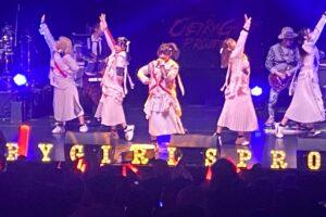 CHERRY GIRLS PROJECT、初のホールコンサートの模様をレポート。高橋まことのドラムでBOØWYのカバーも披露!!