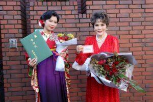 デヴィ夫人、W 祝福!同居人、加藤万里奈の大学卒業&歌手デビュー報告‼