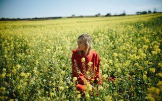 UK女性SSW、The Japanese House(ザ・ジャパニーズ・ハウス)がデビュー・アルバム『Good at Falling』を来年3月にリリース!新曲「Follow My Girl」の音源も公開!