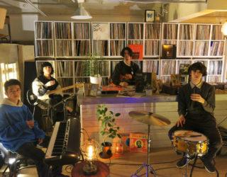 話題の福岡出身 4ピースバンド、yonawoの 7インチがクリアヴァイナルでリリース。